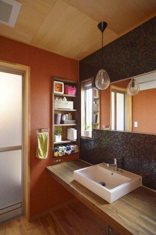 妻が選んだヴェネチアンタイルで仕上げた洗面室